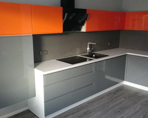 kuchnia w kolorach grey-orange