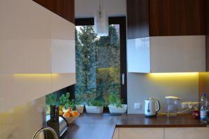 duża kuchnia na wymiar wrocław - drewno biel