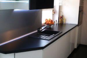 nowoczesna biała kuchnia led