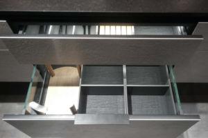 szare szuflady - meble kuchenne